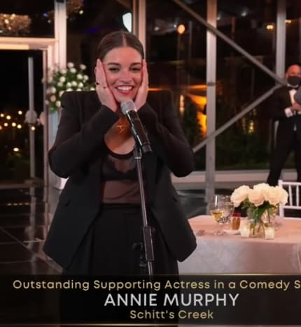 Annie Murphy Wins Best Supporting Actress